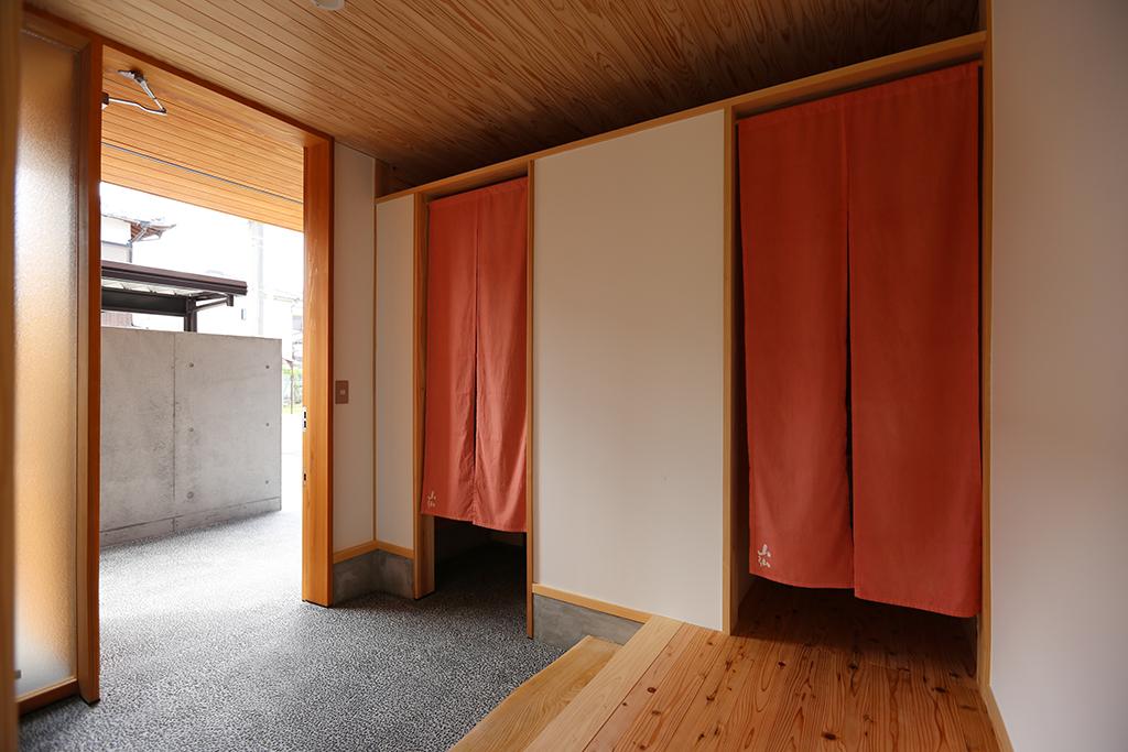 姫路市の木の家 内玄関のある玄関ホール