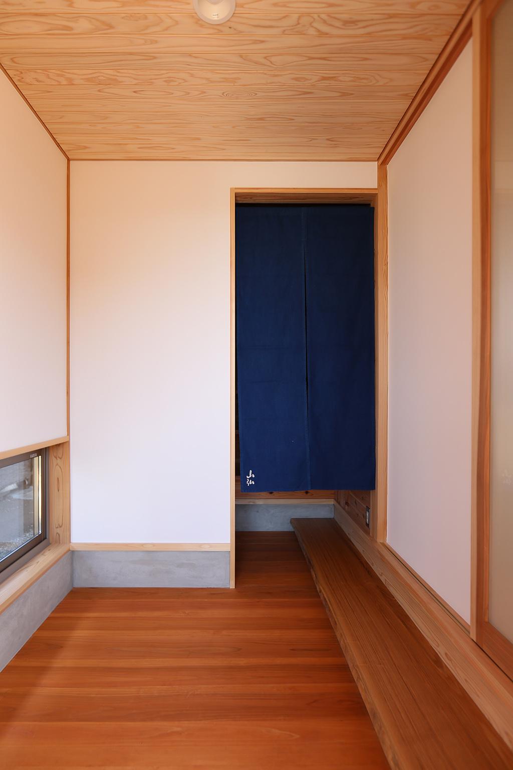 姫路市の木の家 板張りの玄関