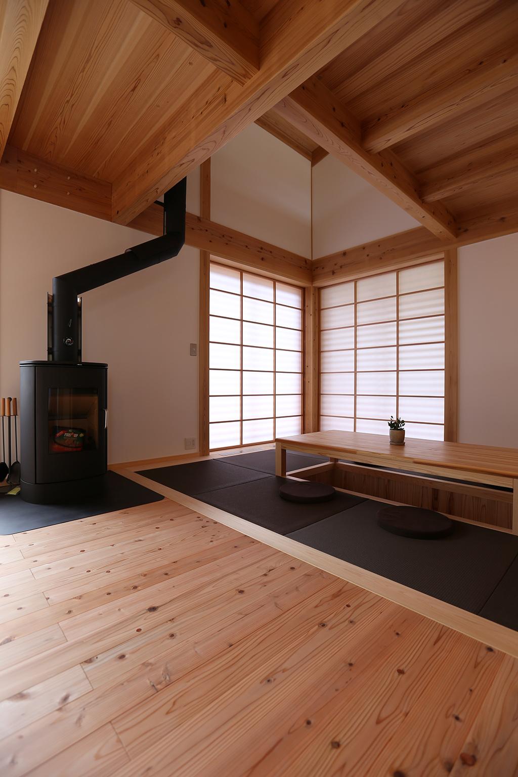 赤穂郡の木の家 堀りこたつのある畳リビング
