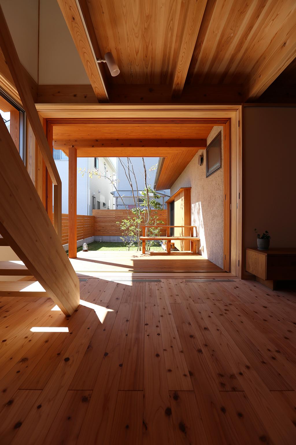 加古川市の木の家 大開口で庭とつながるリビング