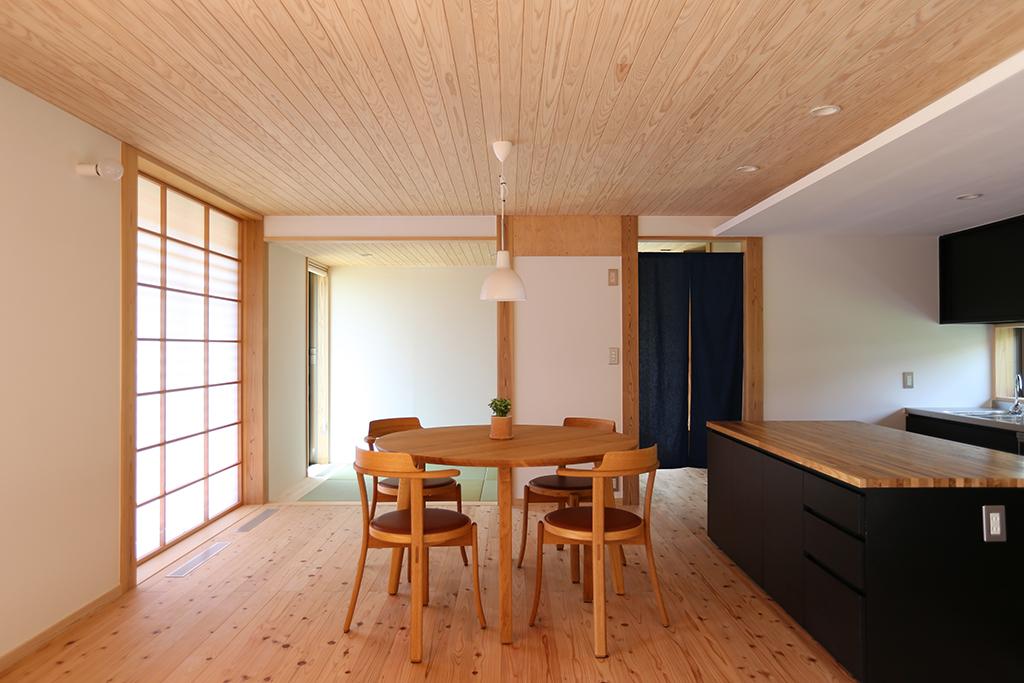 神崎郡の木の家 ダイニングキッチン