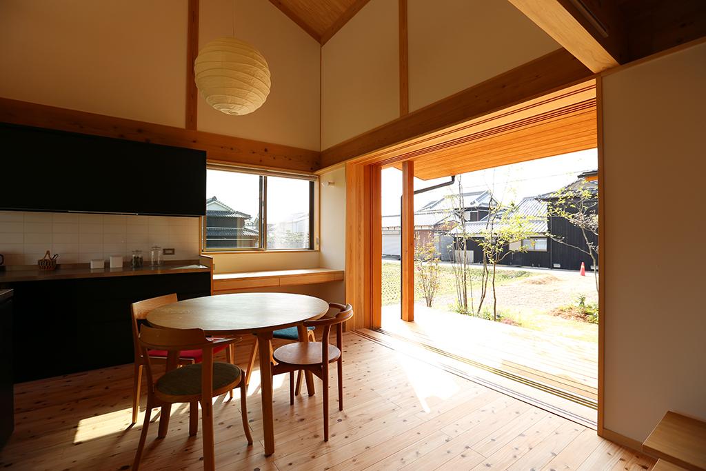 姫路市の木の家 家事スペースのあるダイニングキッチン