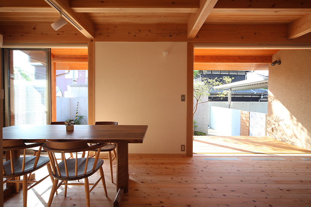 加古川市の木の家 大開口の窓のあるリビングダイニング