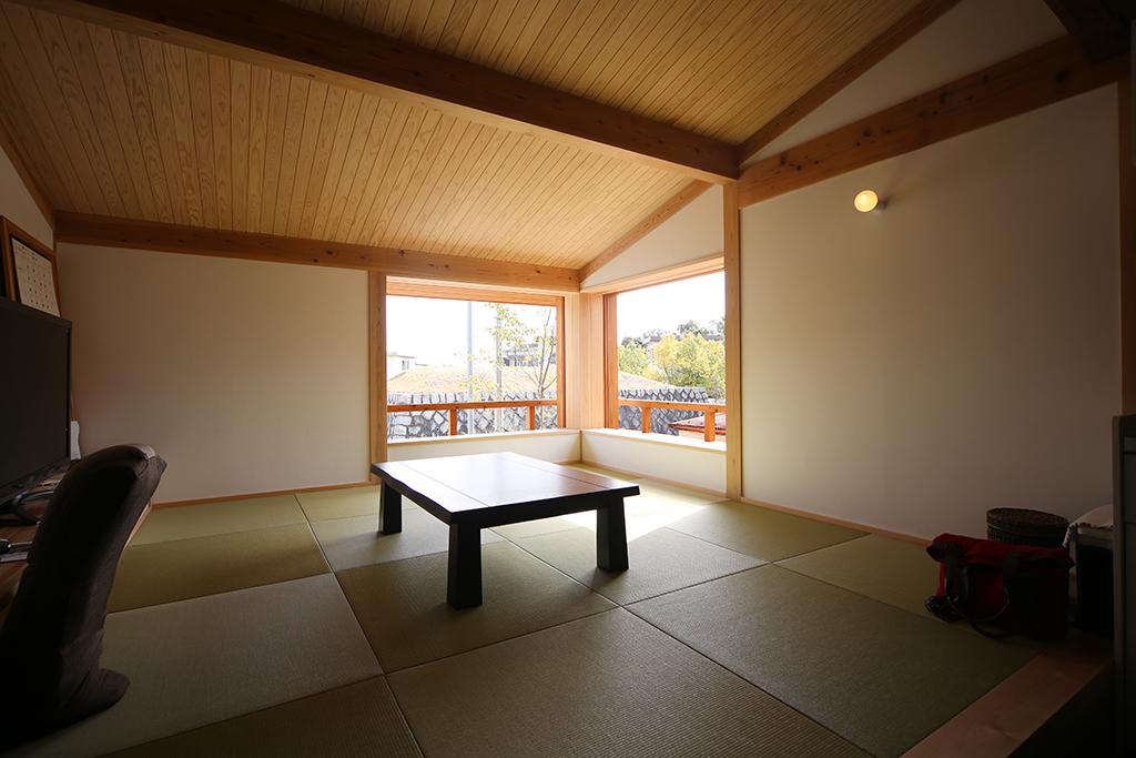 神戸市の木の家 小上がりの畳リビング