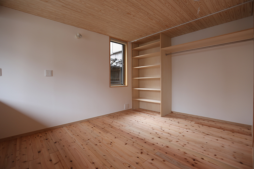 神崎郡の木の家 寝室