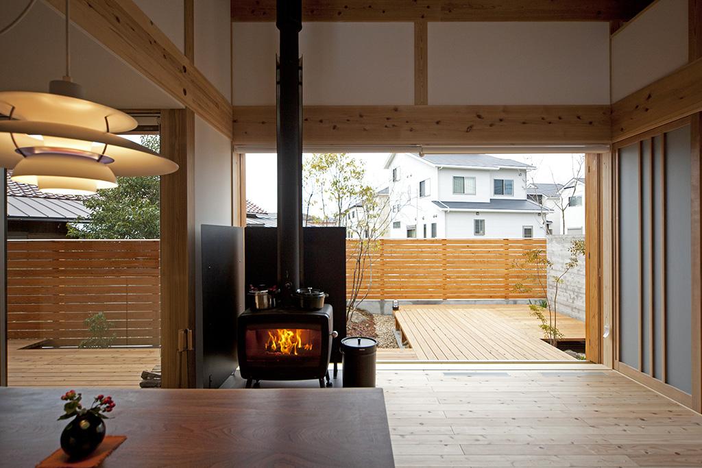加古川市の木の家 薪ストーブと大開口の窓とウッドデッキ
