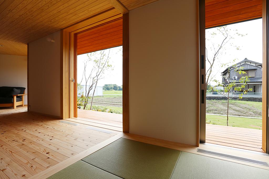 神崎郡の木の家 どこに居ても窓から緑が見える
