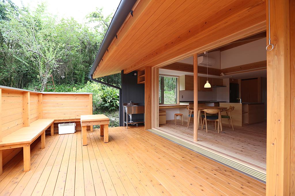 姫路市の木の家 リビングに広がりをプラスするウッドデッキ