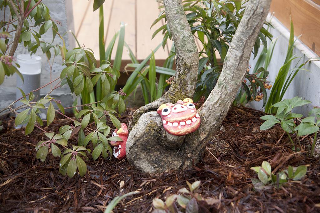 加古川市の木の家 記念樹に飾られたシーサー
