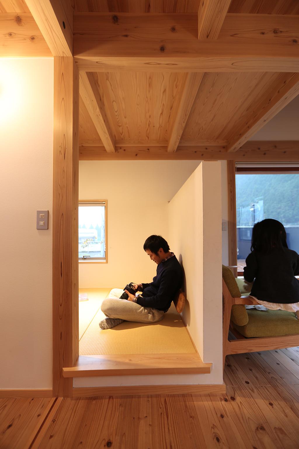 朝来市の木の家 リビング脇のこもり部屋