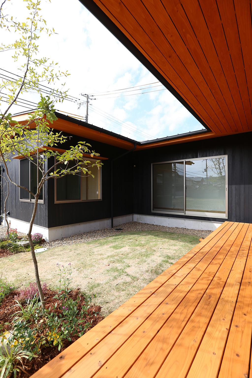 姫路市の木の家 中庭が親と子のいい距離感をつくり出す