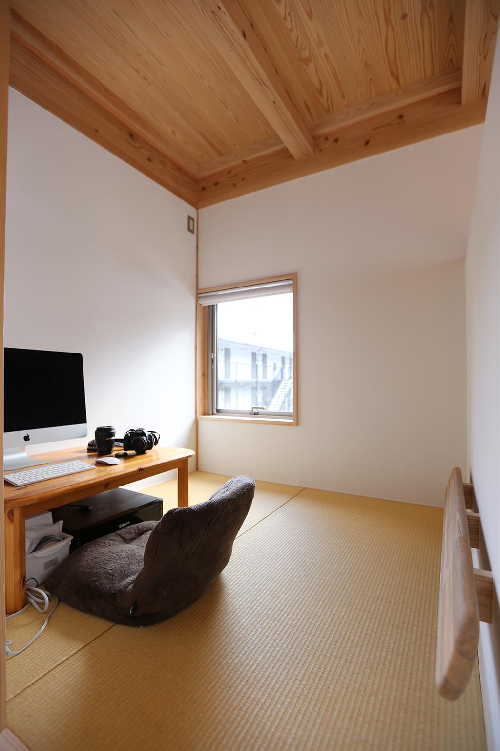 朝来市の木の家 リビング脇の畳のこもり部屋