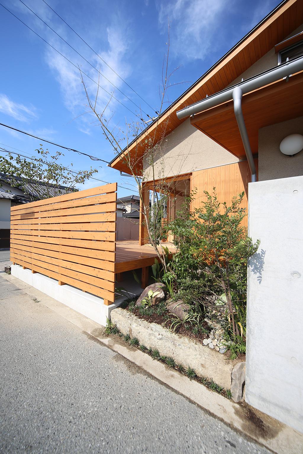 姫路市の木の家 玄関横の植栽