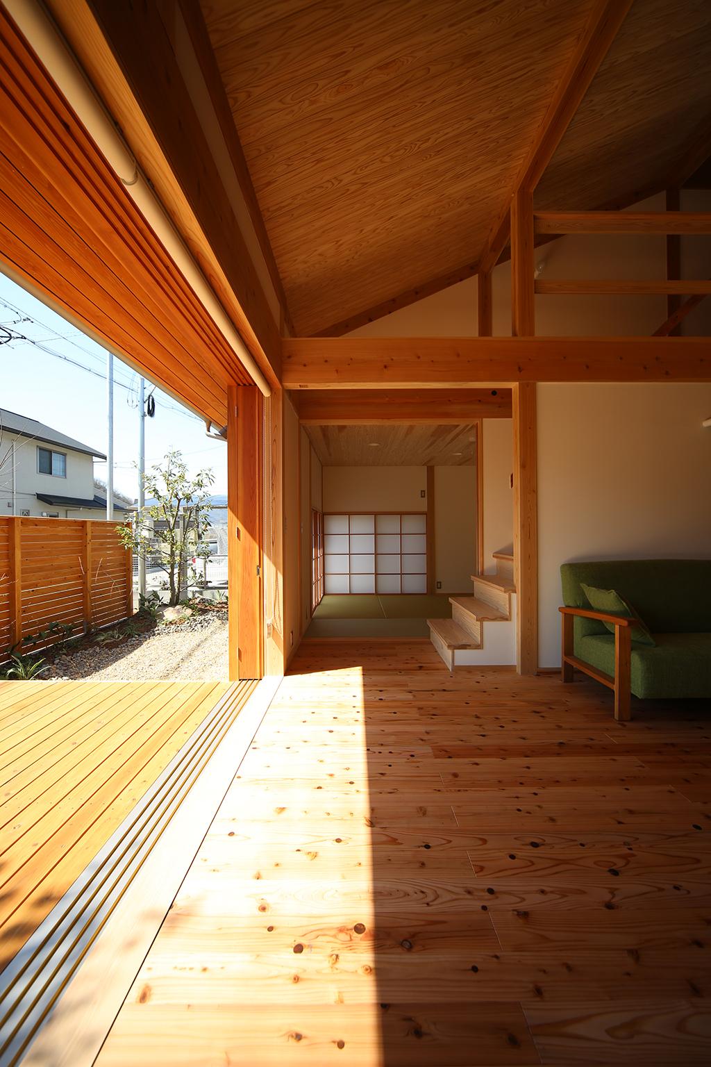 赤穂市の木の家 大開口の窓と吹抜けのある開放感抜群のリビング