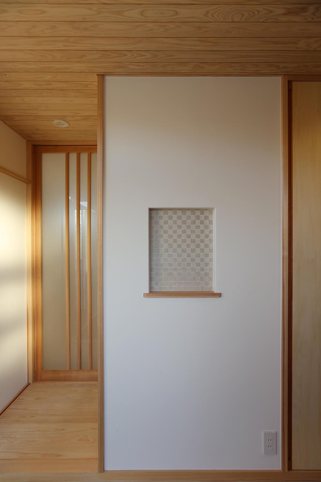 姫路市の木の家 ニッチのある玄関