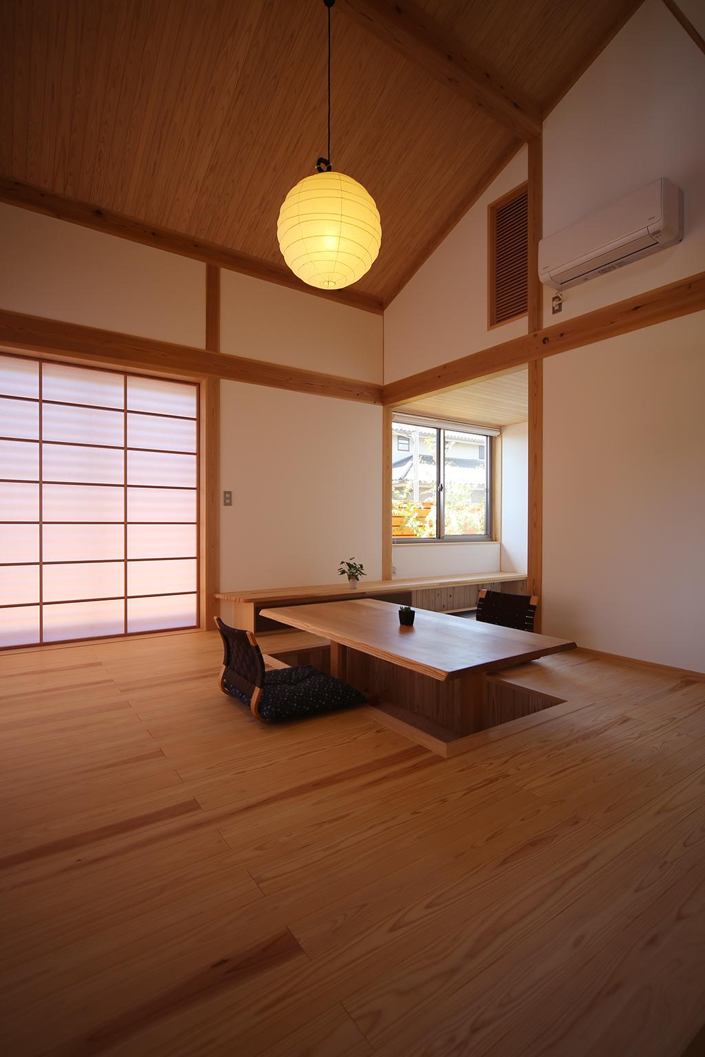 姫路市の木の家 掘りごたつのあるリビング