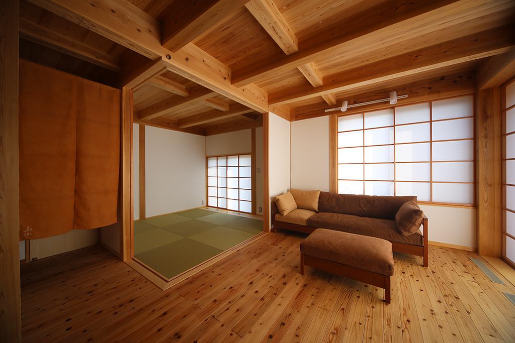 高砂市の木の家 多目的に活用できる和室のあるリビング