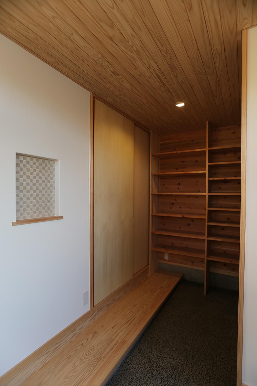 姫路市の木の家 家族用の内玄関