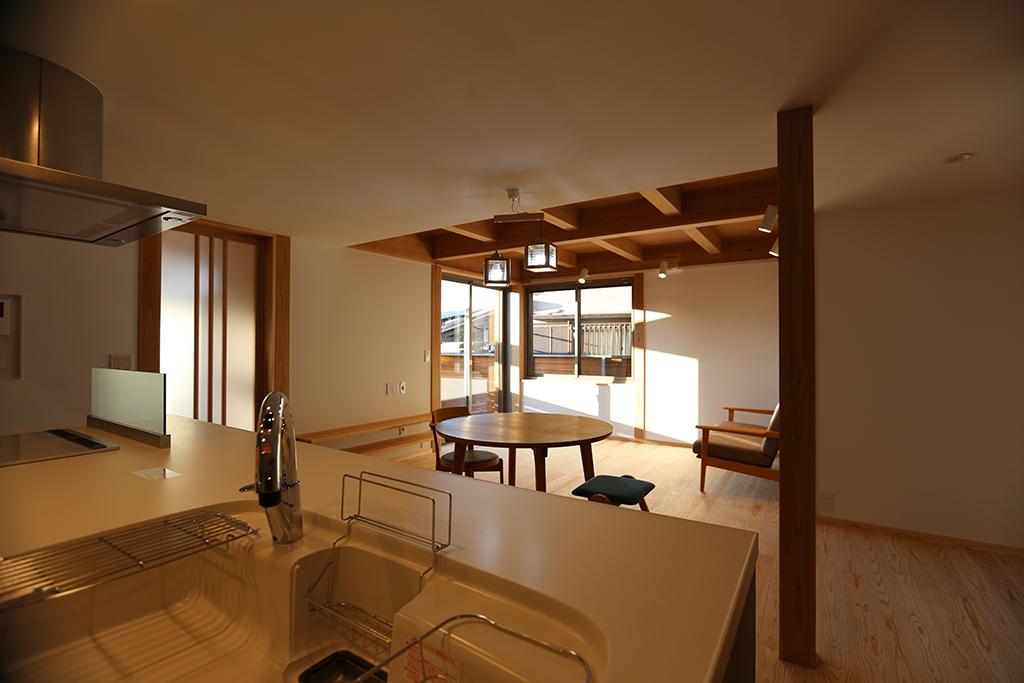 姫路市の木の家 視線の抜けで広がりを感じる窓配置