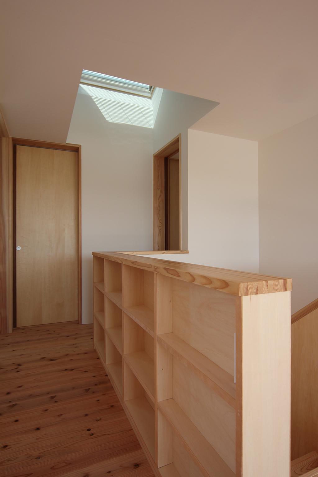 姫路市の木の家 天窓から光の差し込む階段室
