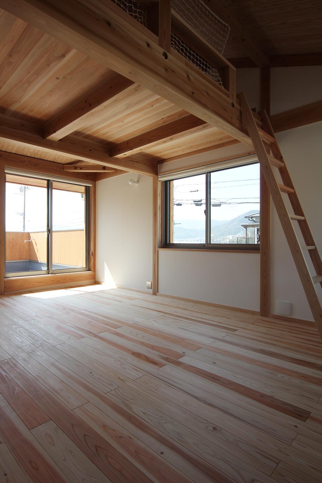 宍粟市の木の家 ロフトのある子ども部屋
