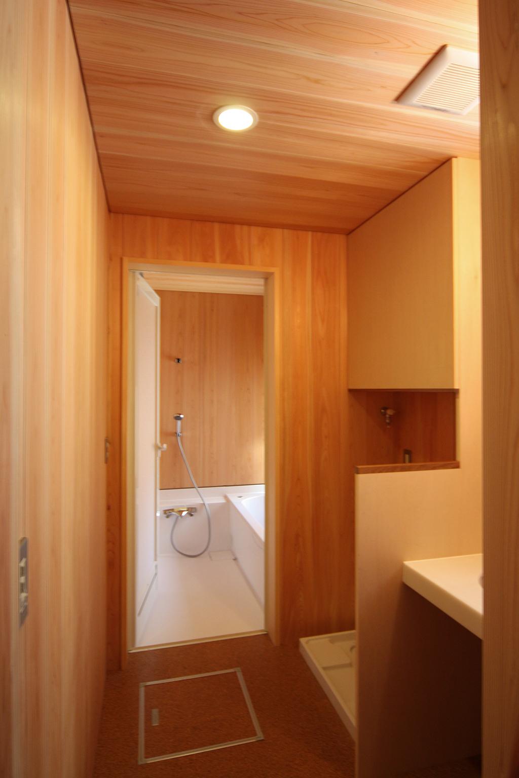 たつの市の木の家 さわら貼りの洗面脱衣室