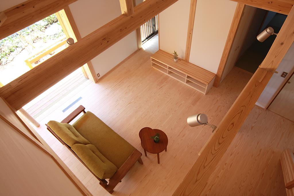 高砂市の木の家 2階から1階を見下ろす