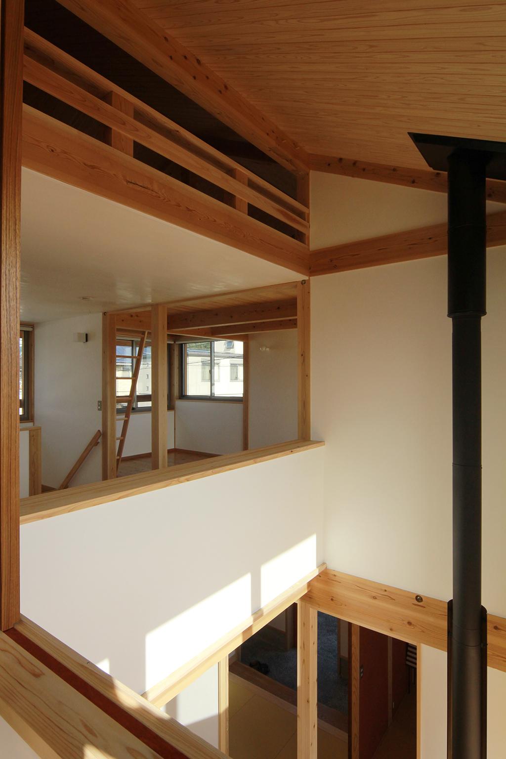 姫路市の木の家 吹き抜けで上下階が繋がる