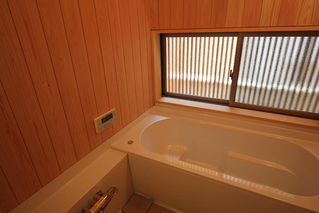 高砂市の木の家 桧貼りの浴室