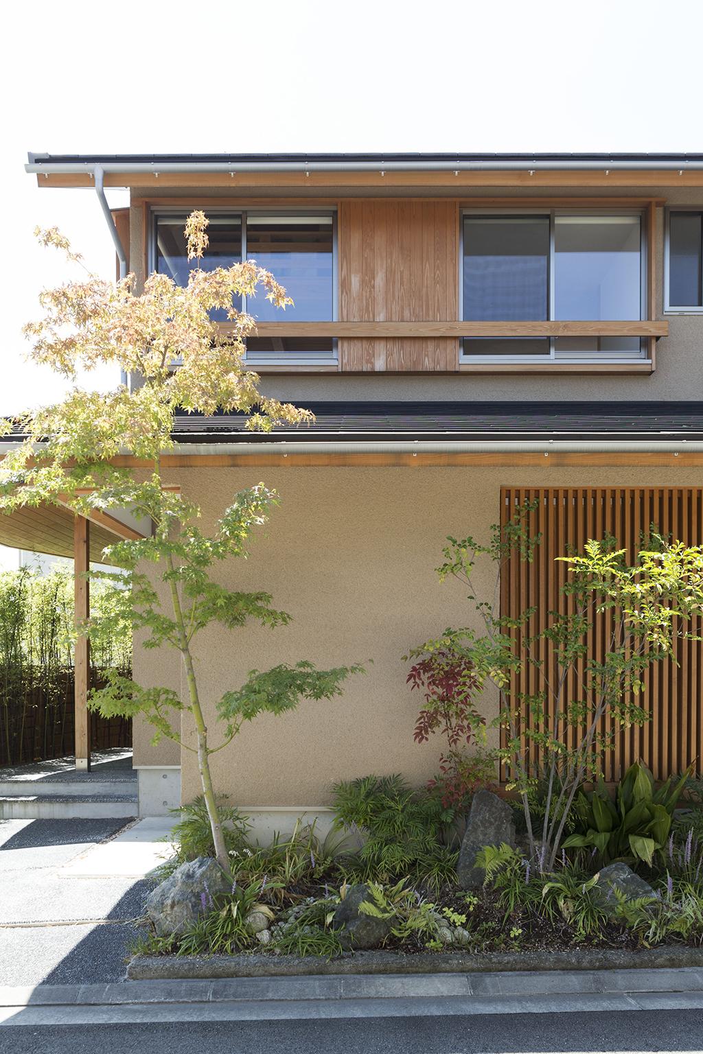 姫路市の木の家 緑が美しい玄関