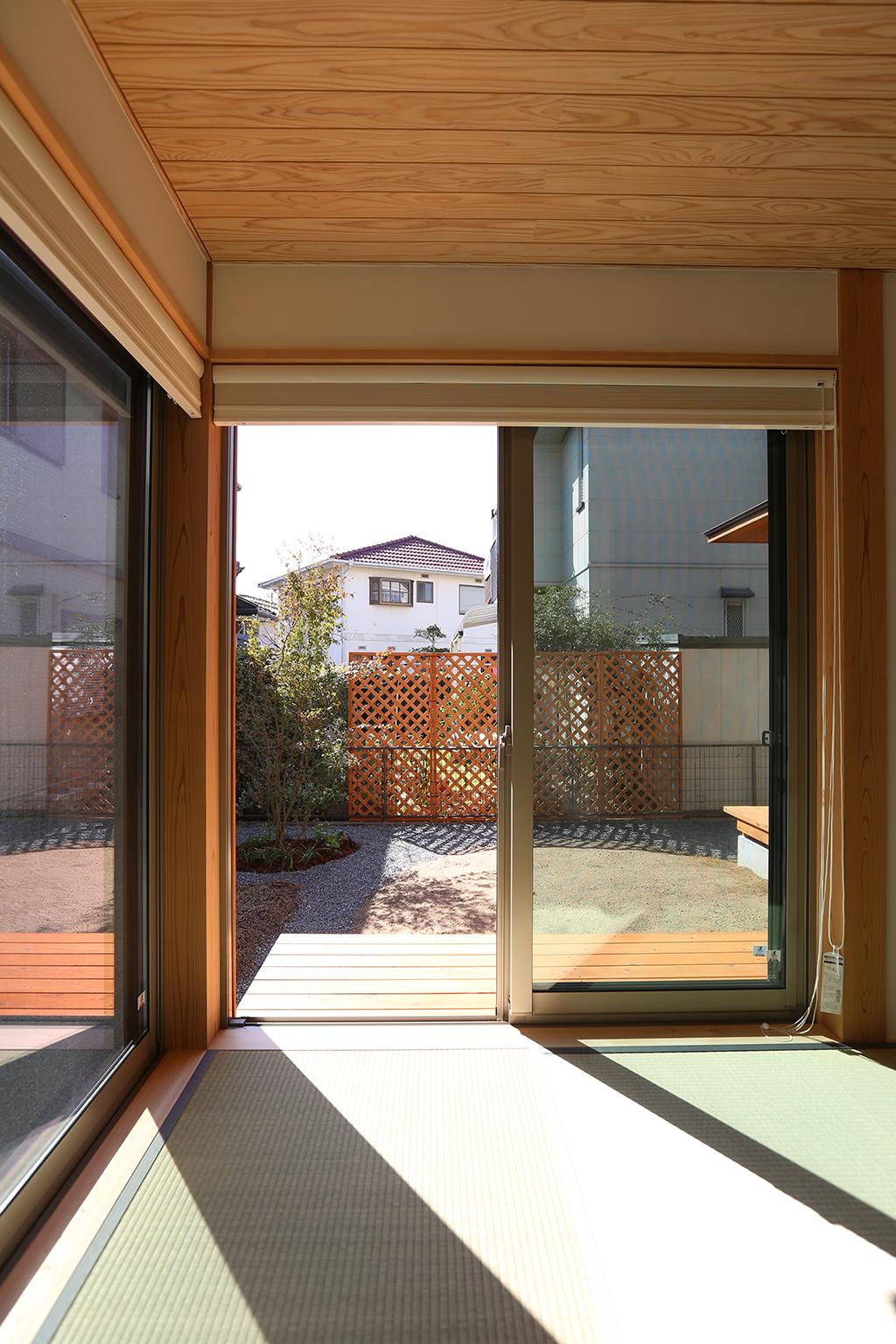 縁側工房 寝室から庭を望む