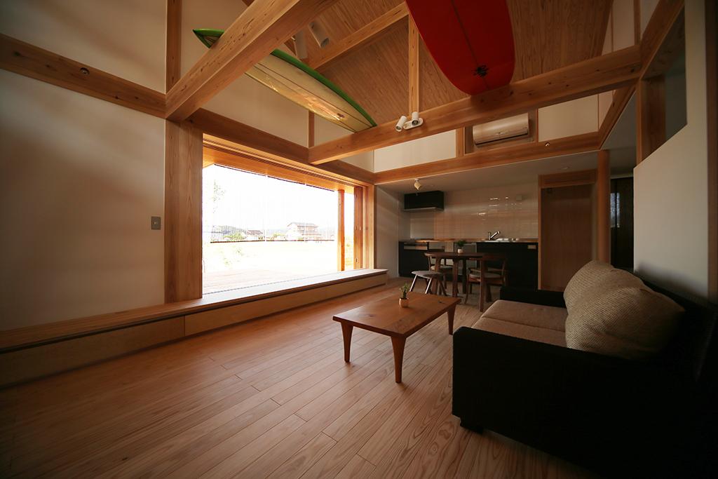 姫路市の木の家 サーフボードを飾れるLDK