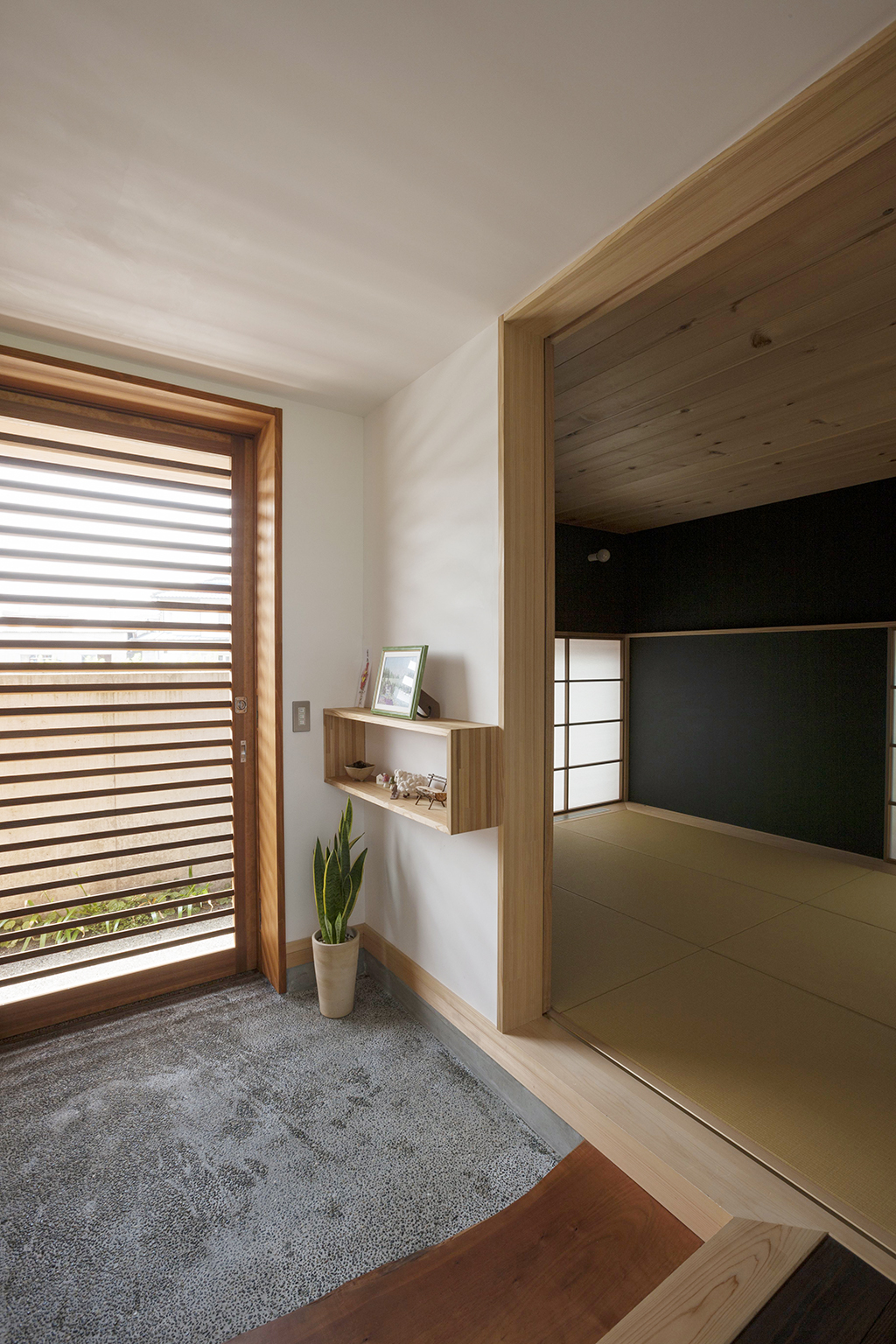 宍粟市の木の家 玄関と和室