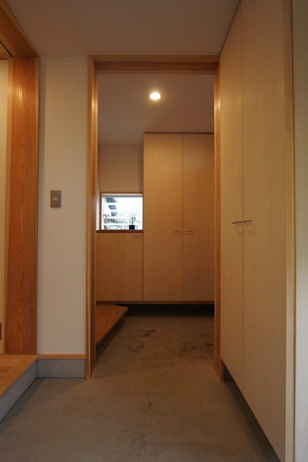 姫路市の木の家 大容量の収納のある玄関