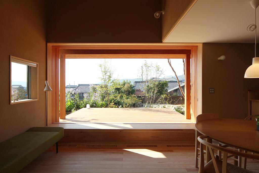 姫路市の木の家 風景を額縁のように切り取る大開口の窓