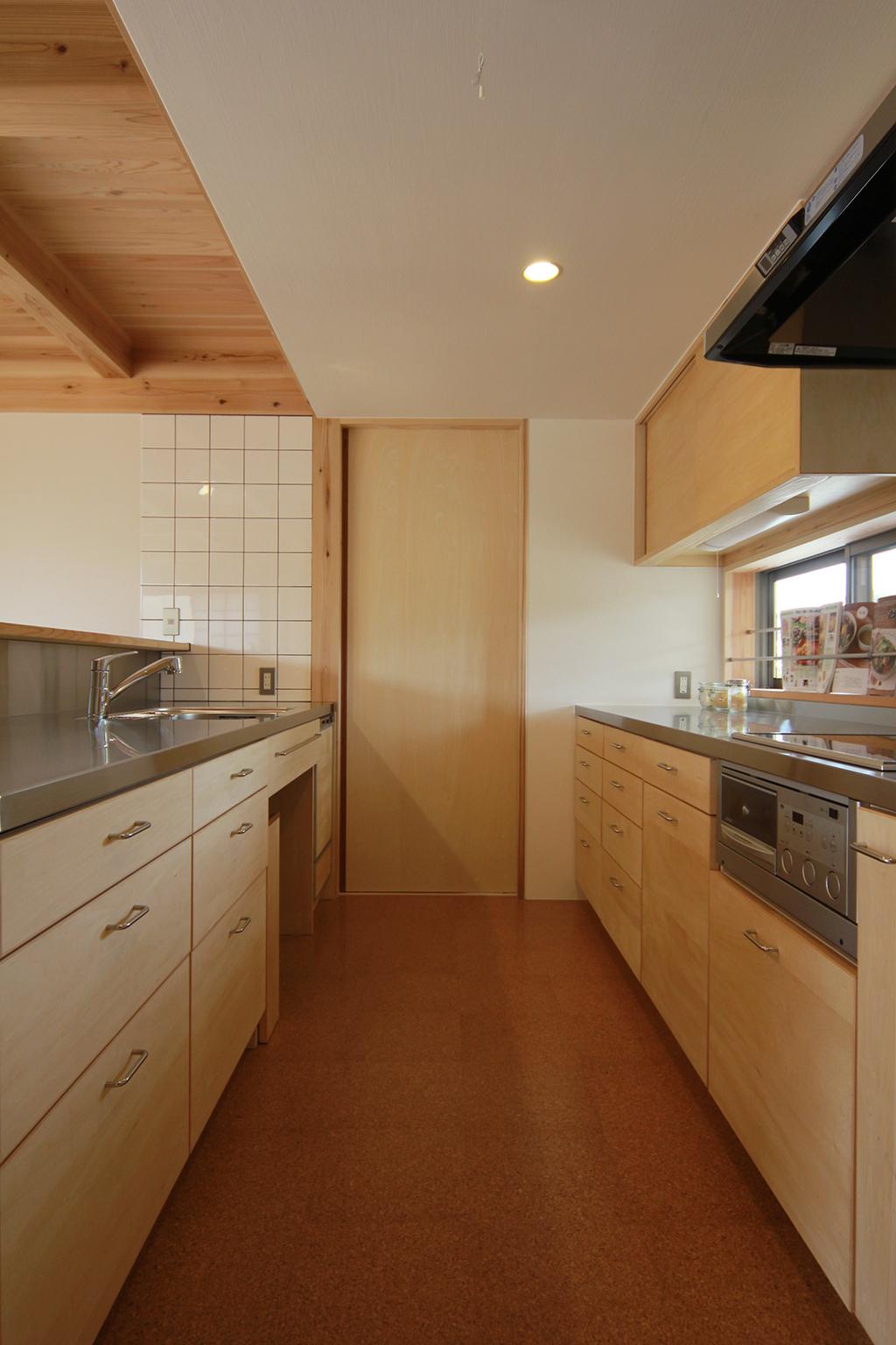 姫路市の木の家 大容量の収納のあるオリジナルキッチン