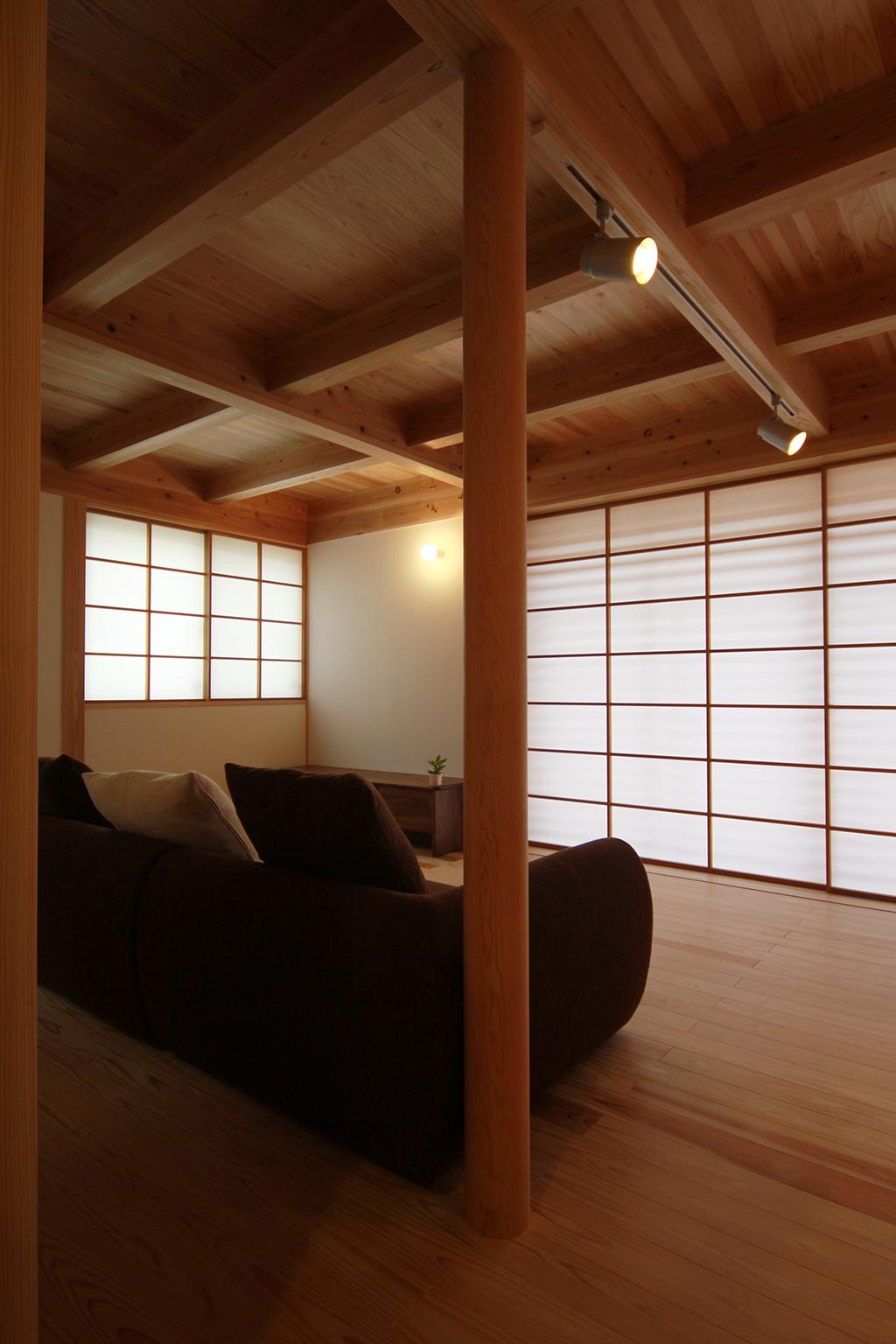 姫路市の木の家 障子を閉めて落ち着いた雰囲気のリビング