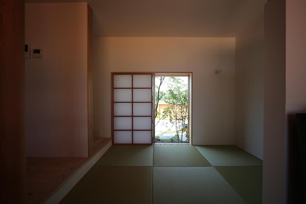 姫路市の木の家 リビング脇の畳コーナー