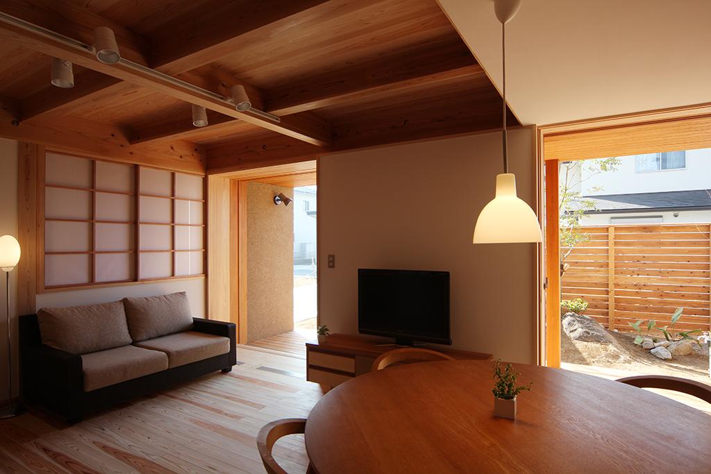 宍粟市の木の家 大開口のあるリビングダイニング