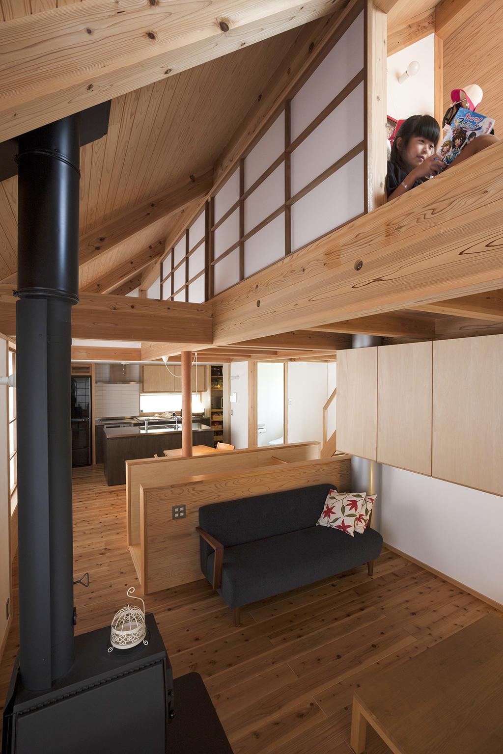 宍粟市の木の家 吹き抜けで3階子ども部屋とつながる