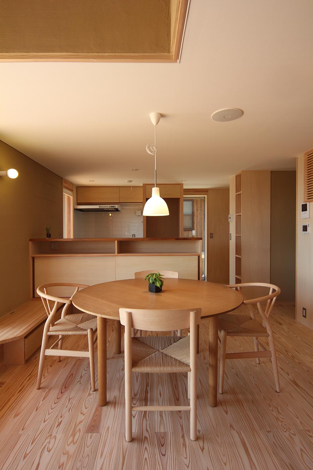姫路市の木の家 大容量の収納を備えたダイニングキッチン