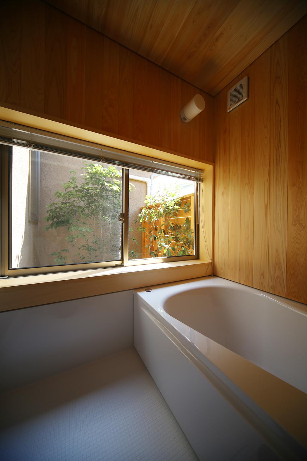 姫路市の木の家 桧貼りの浴室