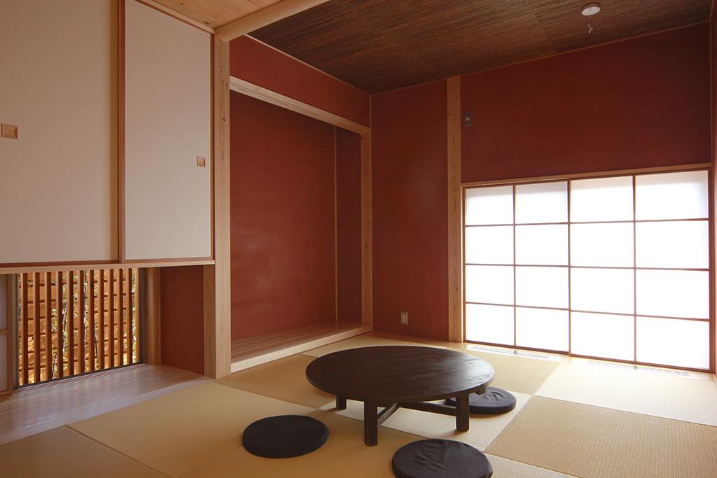 姫路市の木の家 リビングの奥に設けた茶室風の来客スペース
