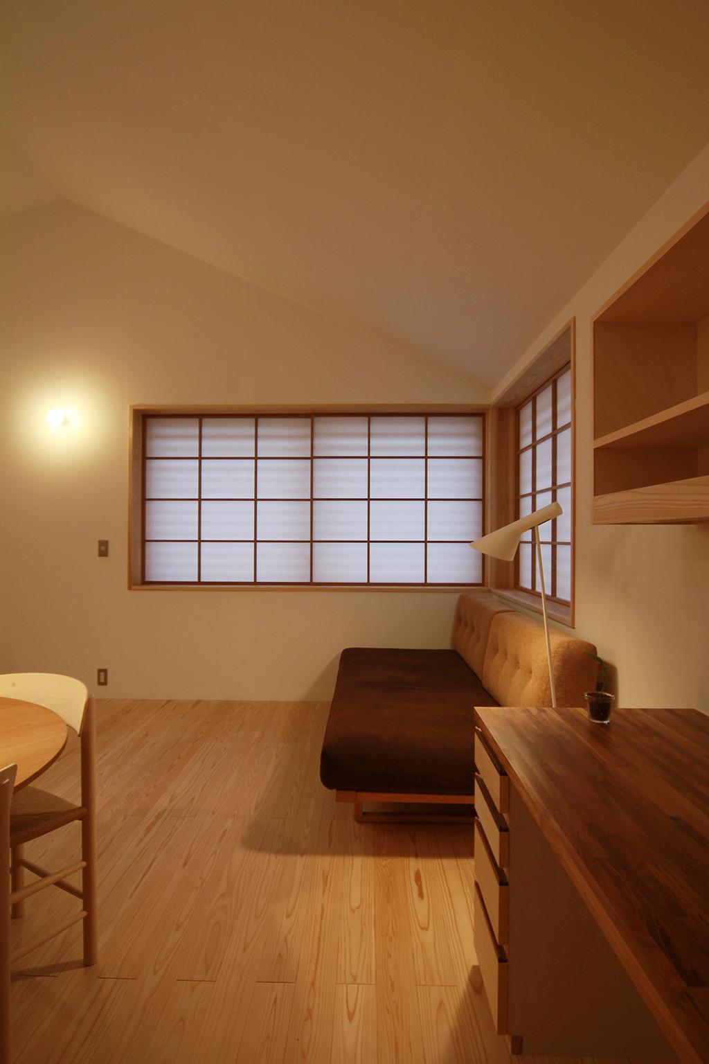 姫路市の木の家 家事デスクのあるリビングダイニング