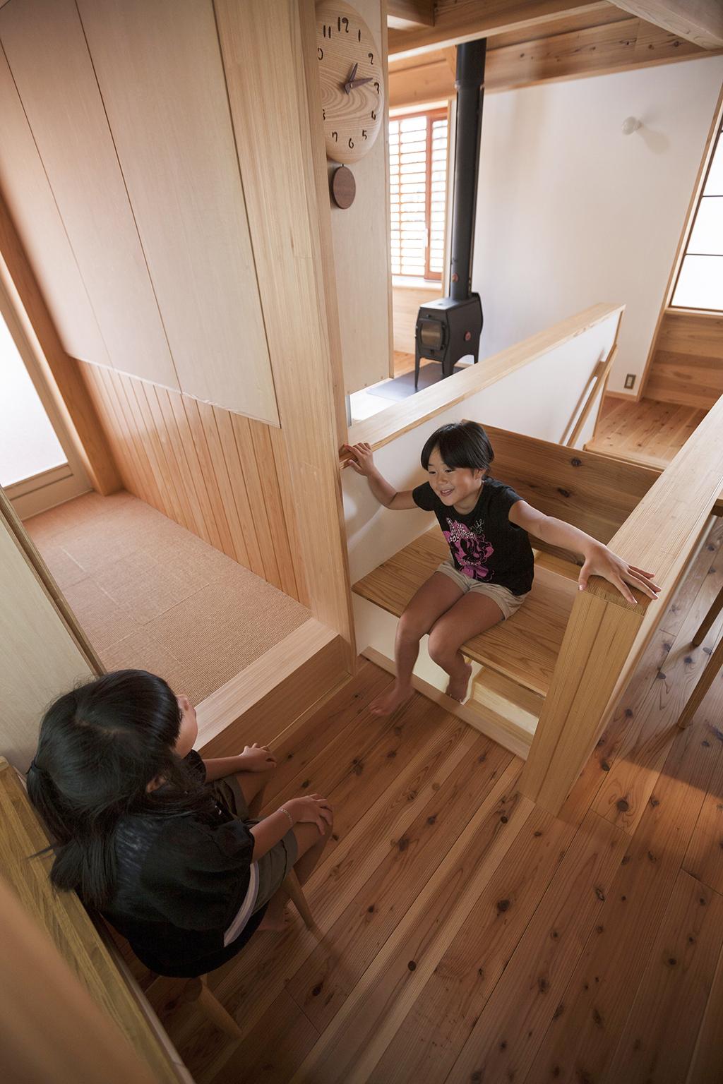 宍粟市の木の家 階段上に設けた腰掛スペース