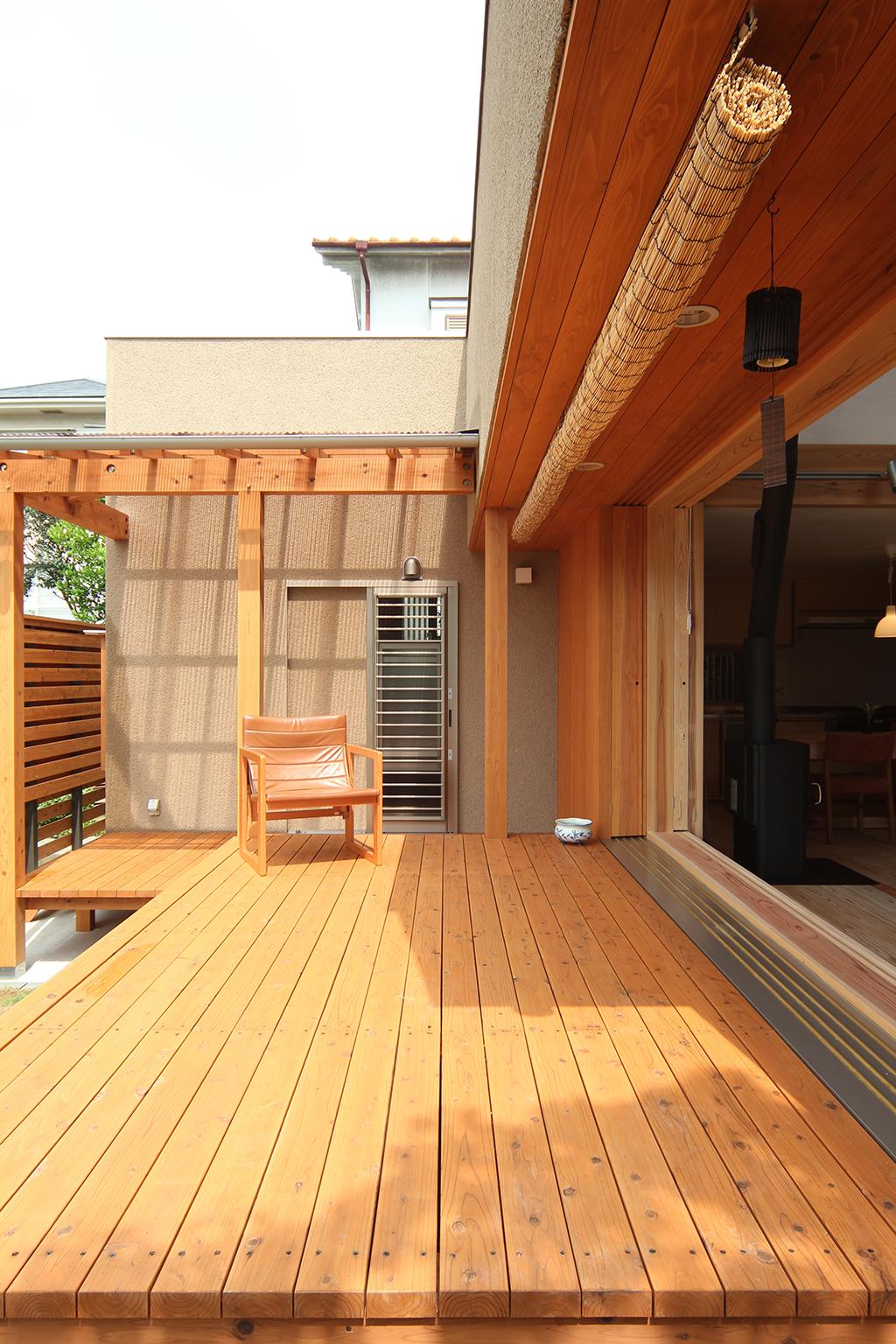 神戸市の木の家 暮らしを広げるウッドデッキ