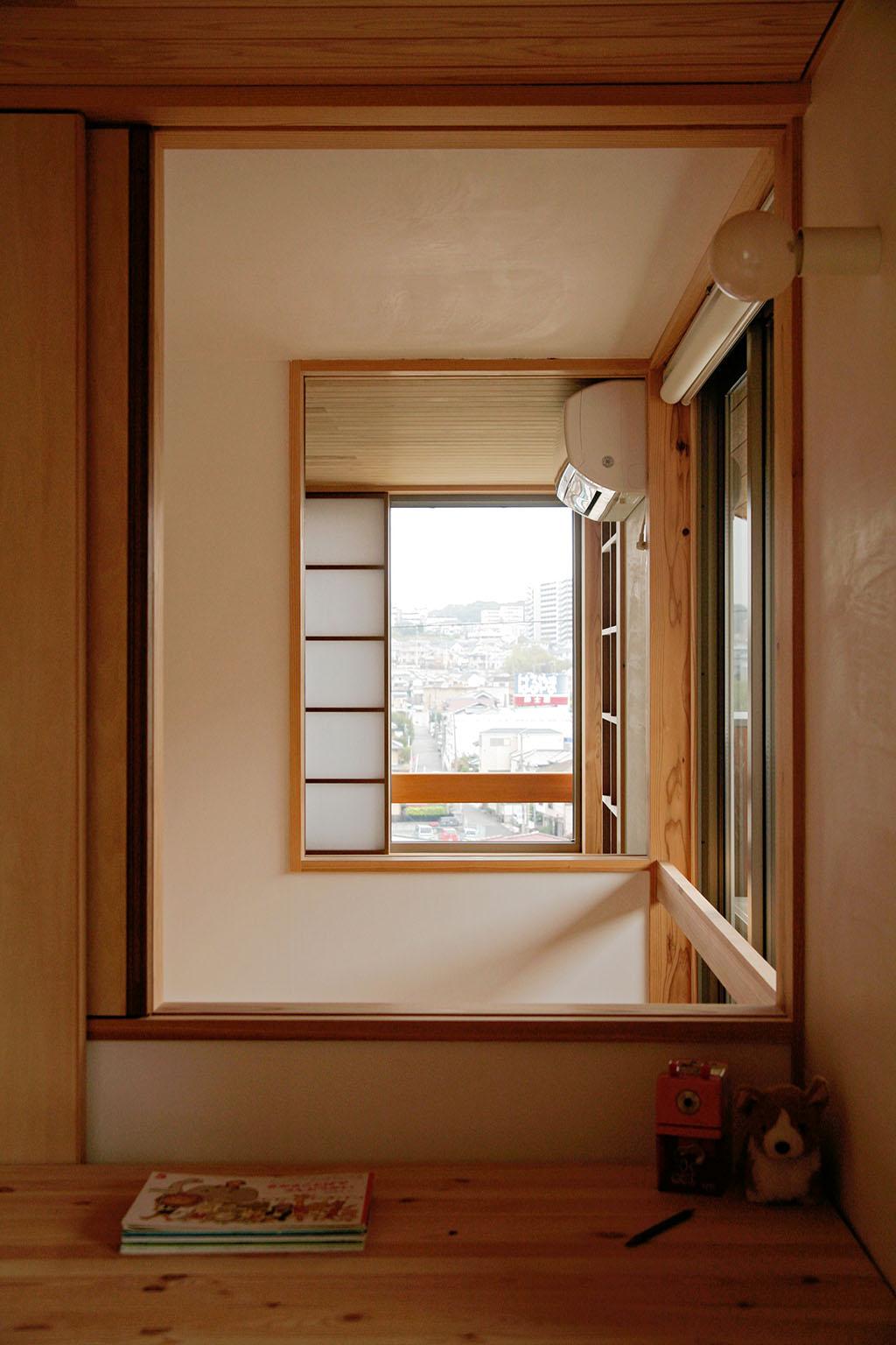 神戸市の木の家 一直線につながる窓