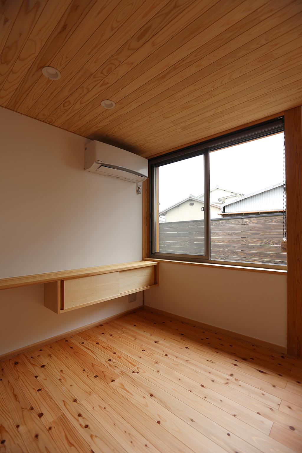 姫路市の木の家 ご主人の寝室
