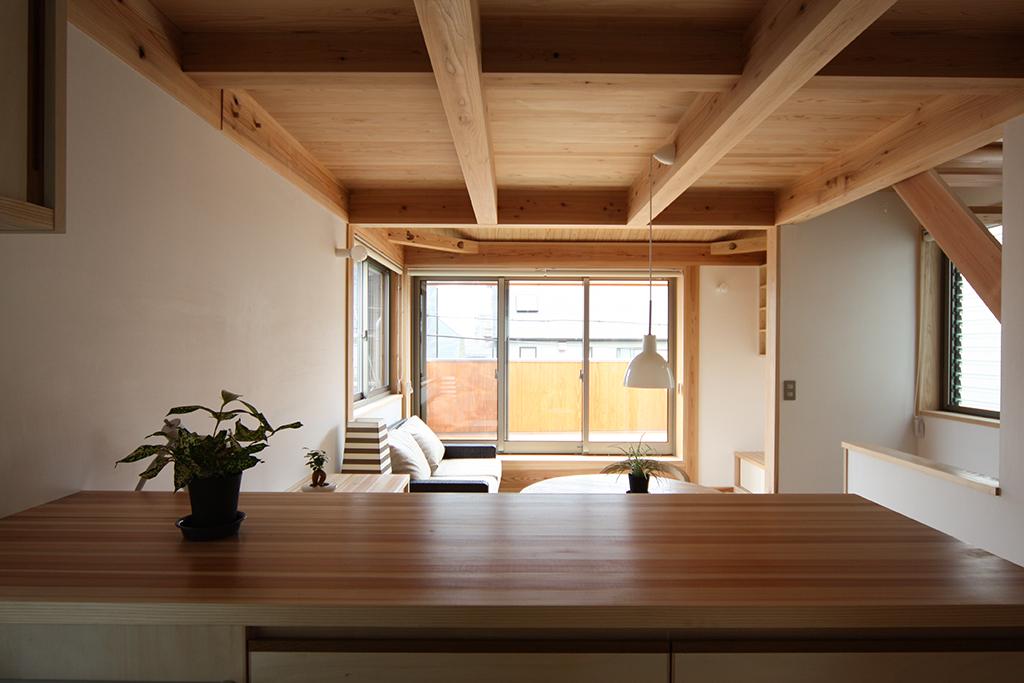 芦屋市の木の家 キッチンからの眺め