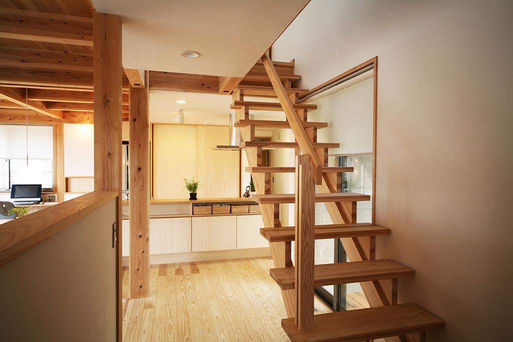 神戸市の木の家 期待感のある廊下
